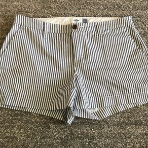 Old Navy stripe shorts sz 6